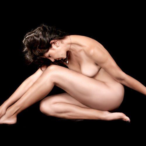 naked-459711_1920